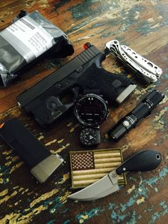 GOOD POCKET KNIVES:Finding really good pocket knives for EDC, self defense, hunting or tactical training isn't easy with all the sale hype. Urban Survival, Survival Tools, Protection Rapprochée, Edc Gadgets, Edc Tactical, Everyday Carry Gear, Tac Gear, Edc Tools, Self Defense