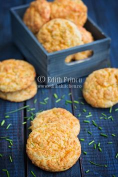cheddar and chives biscuitis Edith's Kitchen, Baking Bad, Healthy School Lunches, Baby Food Recipes, Cheddar, Deserts, Muffin, Cooking, Breakfast