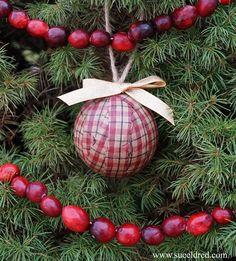 Homespun+Rag+Ball+ornaments