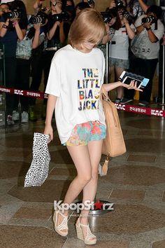 snsd sunny airport fashion