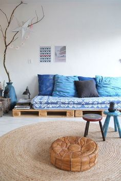 If you are looking for Diy Projects Pallet Sofa Design Ideas, You come to the right place. Here are the Diy Projects Pallet Sofa Design Ideas. Diy Sofa, Diy Pallet Sofa, Diy Pallet Furniture, Diy Pallet Projects, Furniture Ideas, Sofa Ideas, Pallet Bank, Furniture Websites, Inexpensive Furniture