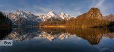 Morgens beim Almsee in Grünau konnte ich diese einmalige Bergspiegelung festhalten, Panoramafoto aus zwei Querformate. Lg. Fritz
