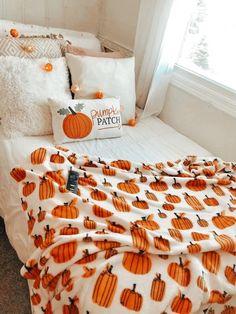 Fall Bedroom Decor, Room Ideas Bedroom, Fall Home Decor, Autumn Home, Cute Room Ideas, Cute Room Decor, Halloween Room Decor, Halloween Porch, Halloween Night