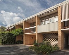 Could this be your chance to live at one of Canberra's iconic modernist addresses? In 1964 Harry Seidler was engaged by the NCDC to… Style At Home, Garage Doors, Mansions, Live, House Styles, Outdoor Decor, Home Decor, Decoration Home, Manor Houses