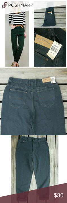 """Dark Green High Waisted Mom Jeans This listing is for a classic pair of high waisted acid washed denim jeans, 9/10 condition! Never worn, still has tags !  The tag states size 16M, but ABSOLUTELY make sure to refer to ALL measurements before purchasing ! Vintage sizes run differently.  Waist 16.5"""", rise 14"""", hip 21.5"""", inseam uncuffed 32"""" Vintage Jeans"""