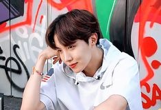 Animated gif discovered by ɢᴏʟᴅᴇɴ ɪᴅᴏʟ⁷. Find images and videos about gif, bts and jungkook on We Heart It - the app to get lost in what you love. Gwangju, Jung Hoseok, Mixtape, Jhope Gif, Rapper, Jhope Cute, Bts Gifs, Bts J Hope, V Taehyung