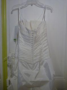 Robe de mariée neuve avec jupon à Paris