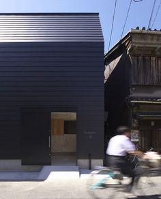 旭区の家/Coo Planning   デザインを極めた黒い箱