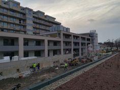 Stavba projektu Rezidencia pri radnici v Košicích pomalu směřuje do finále. Stále probíhají práce na fasádě a začalo se už s finální úpravou společných prostor - chodeb, schodišť a výtahů. Prodáno je již více než 90 % bytů. www.priradnici.sk Multi Story Building