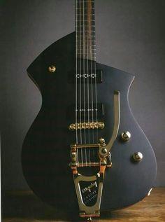 Une sobre fabrication par JV Guitars. Retrouvez des cours de guitare d'un nouveau genre sur MyMusicTeacher.fr