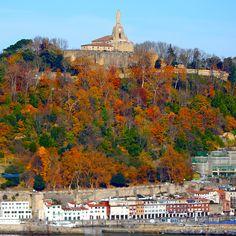 339/365 Urgull Qué bonito está urgull este sábado 5 de diciembre. El otoño está en su máximo esplendor y el colorido de los árboles del monte es espectacular.