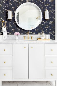 New Traditional in Baltimore | A Busy Baltimore Family Undergoes a Major Home Renovation That Fits All of Their Needs | Interior design by Stephanie Gamble Interiors | Photo by Jennifer Hughes | Traditional Bathroom | Kid's Bathroom | Home Tour | Baltimore Home | Maryland Home | Wallpapered Bathroom | White Marble Vanity | White Vanity | White & Brass Vanity | Bathroom Wallpaper | Navy Wallpaper | Stylish Bathroom | Glamorous Bathroom | Girl's Bathroom | Large Tiled Marble Floors...