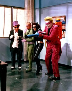A Bevy of Batman Villains attempt to inconvenience the dynamic duo. Lee Meriwether as Catwoman, Frank Gorshin as The Riddler, Burgess Meredith as Penguin and Cesar Romero as The Joker. Adam West Batman, Batman Y Robin, Batman Y Superman, Batman 1966, Batman Riddler, Batman Arkham, Batman Art, Movies And Series, Tv Series