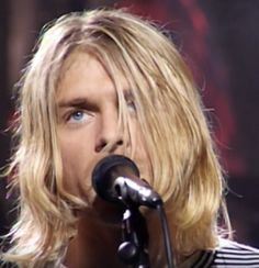 36 Ideas for photography grunge men kurt cobain Kurt Cobain Photos, Nirvana Kurt Cobain, Nirvana Art, Nirvana Lyrics, Frances Bean Cobain, Pretty Blue Eyes, Pretty Boys, Glam Rock, Hard Rock