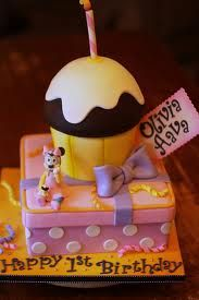 Inspiration for a Minnie Mouse cake, Novelty Cakes. www.sweetsecretsdubai.com