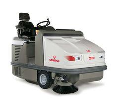 A Comac CS100/120 seprőgépek, akár több, mint 10.000 négyzetméter nagyságú külső és belső területek, mint például áruházak és parkolók makacs szennyeződéseinek tisztítására javasolt. A CS100/120 gépeket úgy tervezték, hogy könnyedén összegyűjtse a port és a szilárd törmeléket egyaránt. Három különböző motorral állnak rendelkezésre: akkumulátorral működő elektromos, dízel és LPG. Munkaszélesség 135cm (CS100) vagy 150cm (CS120) 1 oldalkefével.