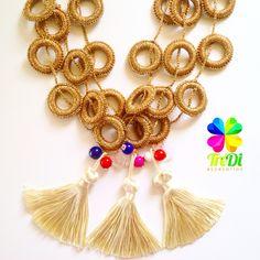 Collar dorado, brillante y tejido en Crochet! Realmente hermoso y diferente