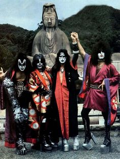 Japan - 1976. Paul Stanley is a man very in touch with  his feminine side.