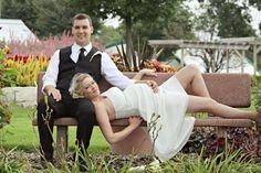 Posing/pregnant bride/outdoor wedding