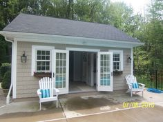Cozy pool house with cedar shake siding by H&M Landscaping. Pool House Shed, Pool House Bathroom, Pool House Decor, Pool House Plans, Outdoor Pool Bathroom, Small Pool Houses, Pool House Interiors, Pools For Small Yards, Pool House Designs