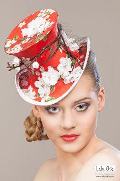 DOLCE MELA Couture Mini Top Hat by Lallu Chic Couture Millinery Hania Bulczyńska #hats #millinery #couturemillinery #lalluchic #haniabulczynska #kapelusz #modystka