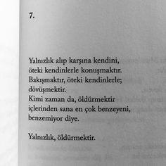 Üstelik Yalnızlıklar, şiir değilse nedir; kimse bilmiyor. Ben ninemi yalnızlık sanmıştım bir keresinde. Anlardım ki, insan bir başkasındaki kendini okur; Ve okunanlar yalnızlıktır. Yalnızlık hadi gidelim'dir çoğu kez, Hadi n'olursun... Hasan Ali Toptaş, Yalnızlıklar