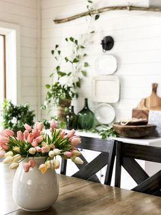 Spring Vintage Farmhouse Decor with a Boho Twist Do you have an eclectic design style? Today I'm sharing how I take my spring vintage farmhouse decor and modernize it wi. Decor, Shabby Chic Kitchen Decor, Eclectic Decor, Spring Decor, Spring Home Decor, Vintage Farmhouse Decor, Eclectic Design Style, Vintage Decor, Modern Farmhouse Decor