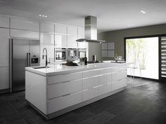 White Kitchens With Dark Floors 17 - Kitchen Design Archives 2019 Dark Kitchen Floors, White Kitchen Floor, White Gloss Kitchen, Kitchen Flooring, Dark Flooring, Kitchen Cabinets, Espresso Kitchen, Dark Cabinets, Hardwood Floors