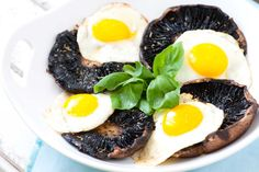 Roasted Portobello with Eggs. Roasted Portobello and eggs make for a simple tasty and healthy breakfast. Egg Recipes, Healthy Recipes, Healthy Food, Healthy Eating, Happy Healthy, Free Recipes, Vegetarian Recipes, Recipies, Breakfast