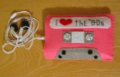 Who doesn't love the 80s? Adorable felt case keeps your iPod cool 'n' cozy