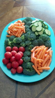 Veggie Platters, Food Trays, Veggie Tray, Baptism Food, Baptism Party, Baptism Ideas, Easter Recipes, Appetizer Recipes, Appetizers