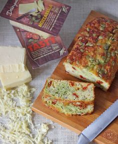 This loaf is not only super simple to make, but is absolutely packed with flavour – think sundried tomatoes, basil pesto, pumpkin seeds & plenty of cheese!