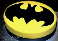 If Thomas was big on Batman, this would be his cake for the wedding. :)If Thomas was big on Batman, this would be his cake for the wedding. Batman Birthday Cakes, Batman Cakes, Batman Party, 4th Birthday, Birthday Ideas, Batman Batman, Batman Logo, Batman Grooms Cake, Decoration Patisserie