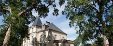 Het hotelLe Château de la Richerie, gelegen in de buurt van Les Herbiers in de Pays-de-la-Loire, bevindt zich midden in de natuur, in het hart van een park van 93 hectare, waar u heerlijk tot rust kunt komen. Dit hotel in de Vendée, op 20 min van Le-Puy-du-Fou, biedt 11 kamers en 3 suites, waarvan een aantal beschikt over een terras. Prachtig zwembad in de tuin, sauna, jacuzzi. Seminar- en ontvangstruimtes. Parkeergelegenheid.