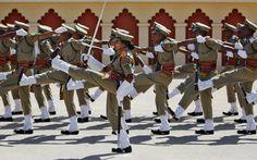 25-jan-13 - ÍNDIA - Exército de fronteira indiana participam de cerimônia em Bangalore.