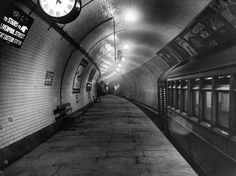 38 Amazing Photographs from the Early Days of the London Underground