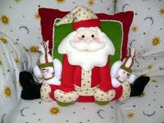 Resultado de imagen para moldes para cojines navideños 2012 Christmas Humor, Christmas Crafts, Christmas Ornaments, Christmas Fabric, Christmas Stockings, Primitive Christmas, Xmas Decorations, Fabric Decor, Diy And Crafts