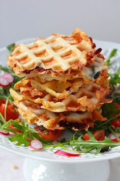 mini waffles and chicken ; mini waffles and chicken appetizers ; mini waffles on a stick Easy Cooking, Cooking Recipes, Healthy Recipes, Waffle Pizza, Minis, Wie Macht Man, Pancakes And Waffles, Other Recipes, Street Food