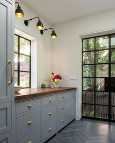 BECKI OWENS--This color combo is pretty amazing via architect Gerry Smith.