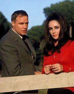 Elizabeth Taylor y Marlon Brando una pareja de 'carácters'. // < ¡¡Richard Burton!