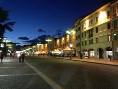 La Piazza dei Martiri è la piazza principale di Belluno. Un tempo Piazza Campedèl (Piazza Campitello) oggi si chiami Piazza dei . Image from globemy.com