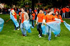 2009 University of Illinois Homecoming -- iHelp day, Oct. 2, 2009. The iHelp community service volunteer program began in 2006, and thousands of students have participated since its inception.