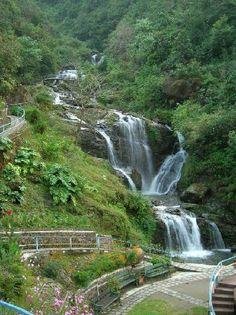 Stunning waterfall at Rock Garden Darjeeling