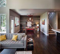 Me gusto el muro de madera y el color del piso