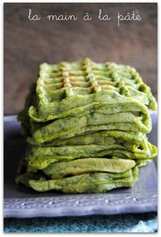 gaufres au pesto et épinards frais One Waffle Recipe, Waffle Recipes, Veggie Recipes, Vegetarian Recipes, Healthy Recipes, Healthy Cooking, Cooking Recipes, Food Porn, Healthy Brunch