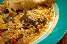 maqluba cocina arabe My Favorite Food, Favorite Recipes, Arabian Food, Sweet And Salty, Empanadas, Deli, Food To Make, Food And Drink, Rice