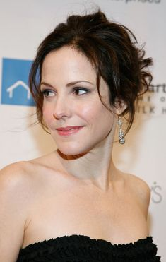 Mary-Louise Parker Bobby Pinned Updo - Mary-Louise Parker looked amazing in a bobby pinned updo at the Emery Awards. Mary Louise Parker, Top Female Celebrities, Celebs, Olivia Taylor Dudley, Anthony Michael Hall, Mary I, Female Actresses, Chloe Grace Moretz, Gal Gadot