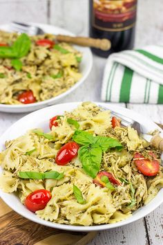 Need an easy + delicious dinner for tonight? This Slow Cooker Pesto Chicken Pasta} is cheesy and delicious…and it's sure to keep you warm on these chilly nights! Yummy Pasta Recipes, Entree Recipes, Delicious Meals, Meal Recipes, Dinner Recipes, Cold Pasta Dishes, Easy One Pot Meals, Pesto Chicken, Pesto Pasta