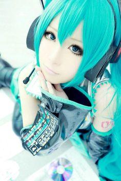 Vocaloid Miku cosplay