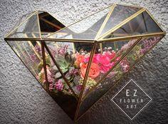 Perfil del prisma corazón terrario #ezflowerart #quarz #succulent #succulove #alcachofaservices #flowerstagram #alcachofaservices #love #pink #weddingflowers #wedding #decoration #housedecor